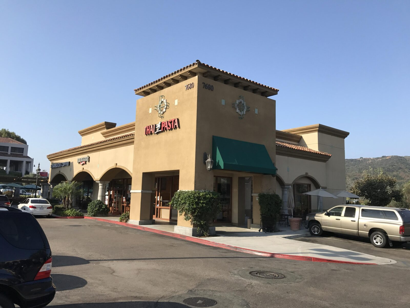 Spectacular South Carlsbad (La Costa) End Cap Location – Currently Thai Pasta